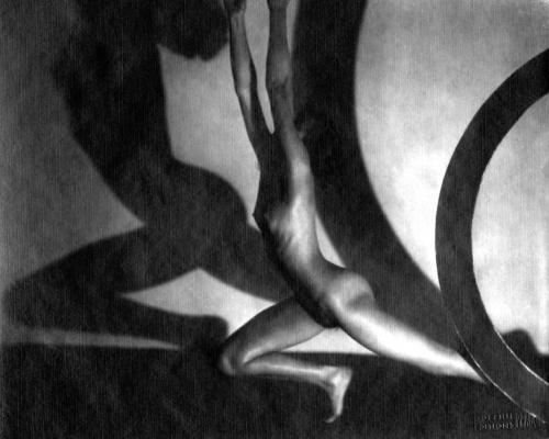 Frantisek Drtikol (1883 - 1961)Arco sfuggente, 1929 (ristampa del 1996)